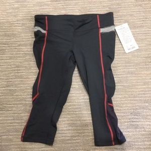 Lululemon Run Zoom crop. New with tags size 8